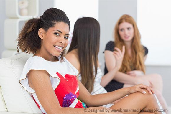 Mädchen reden über Verhütung für Mädchen.